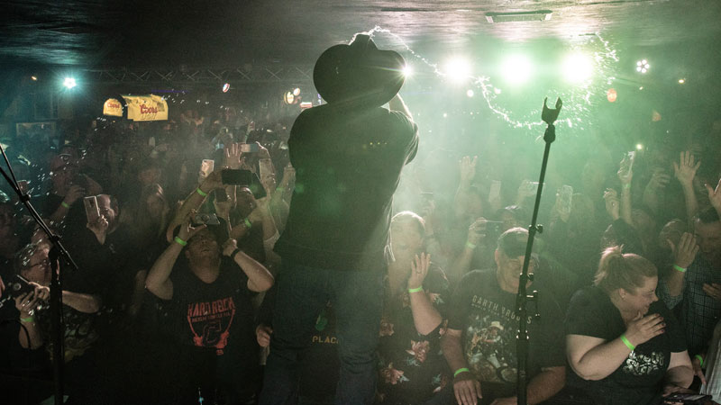 It Was A Wild Good Time At Garth Brooks' Fifth DIVE BAR Concert At The Dusty Armadillo In Rootstown, OH