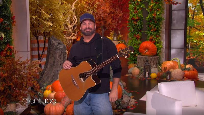 "GARTH GUEST HOSTS ""ELLEN!"""