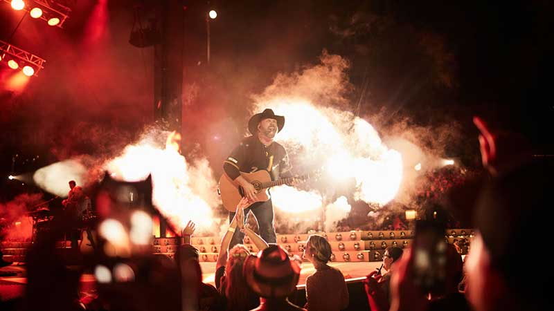 THE GARTH BROOKS STADIUM TOUR TAKES OVER PITTSBURGH'S HEINZ FIELD WITH THE LARGEST CROWD IN THE HISTORY OF THE STADIUM