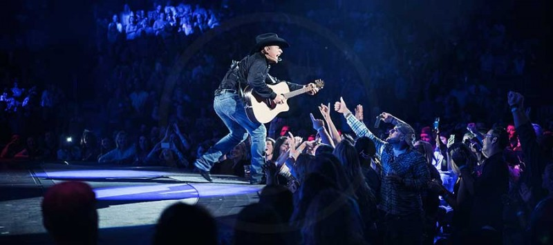 GARTH SELLS OUT 2 CONCERTS IN 18 MINUTES!